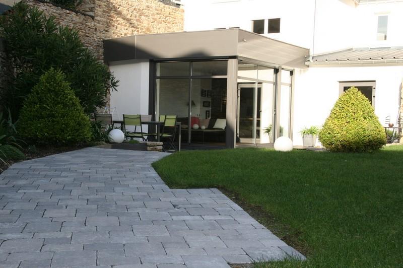 Emejing revetement allee de jardin images amazing house for Gravier cour exterieure